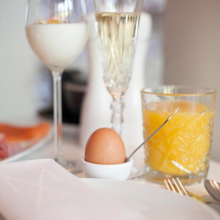 heerlijk ontbijt bij manna met ei en jus d'orange